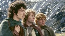 The new Chewbacca got the most perfect pic with the Hobbits from Lord of the Rings