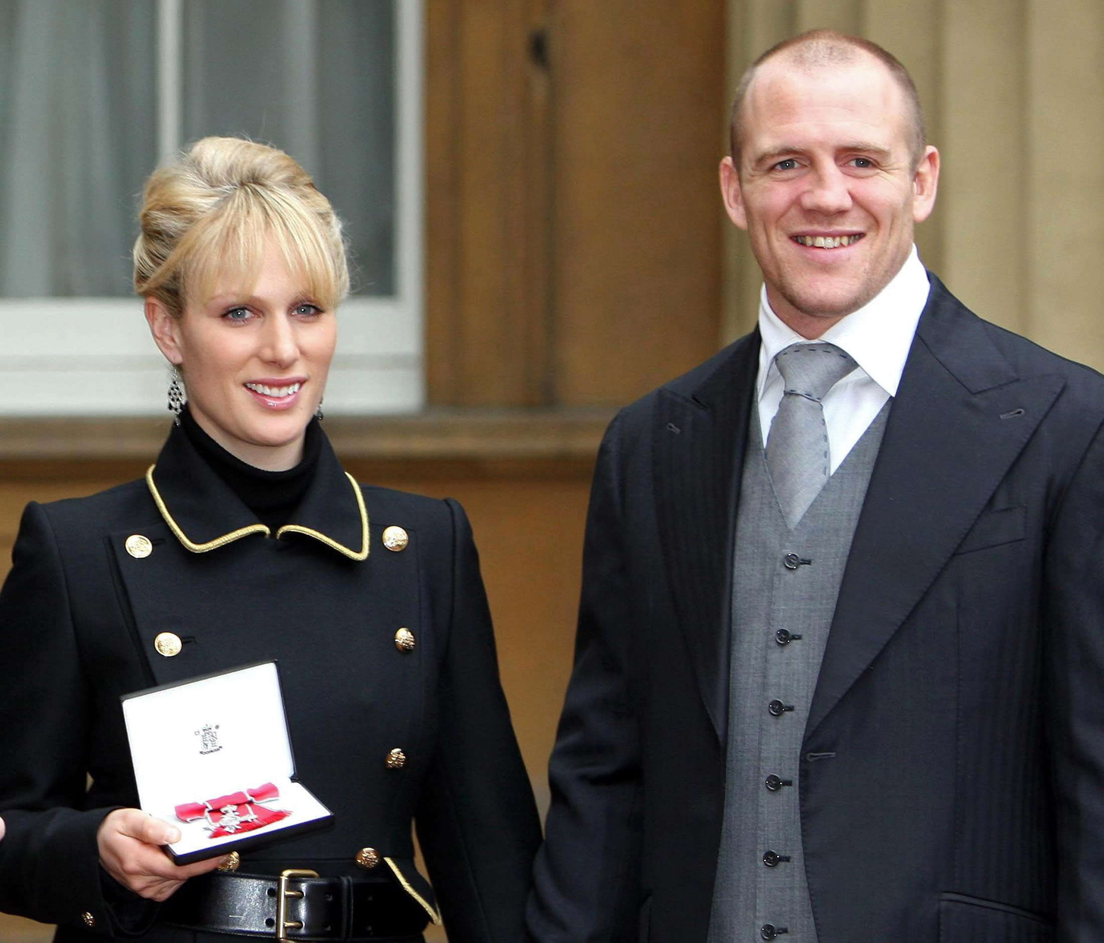 Britain's Zara Phillips smiles with her boyfriend Mike Tindall after receiving her Member of the Order of the British Empire (MBE) from her grandmother the Queen at Buckingham Palace in London November 28, 2007.    REUTERS/Steve Parsons/Pool (BRITAIN)