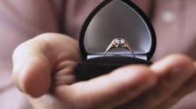 Imposible no llorar… Con ayuda de sus hijos, le pidió matrimonio a su novia