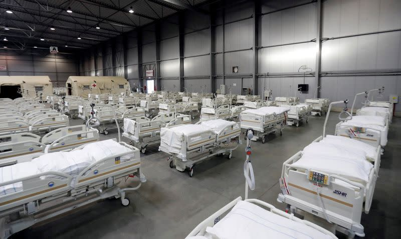 Czech volunteers heed call to aid hospitals strained by COVID-19