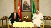 Erdogan visits Gulf in bid to defuse Qatar row