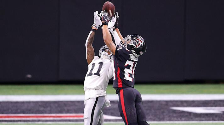 Raiders' Derek Carr, offense struggle in blowout loss to Falcons