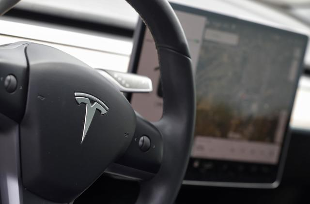 Senator calls on Tesla to make Autopilot safety changes