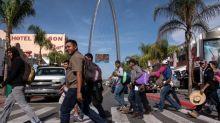 Les premiers migrants de la caravane partie du Honduras atteignent la frontière avec les Etats-Unis