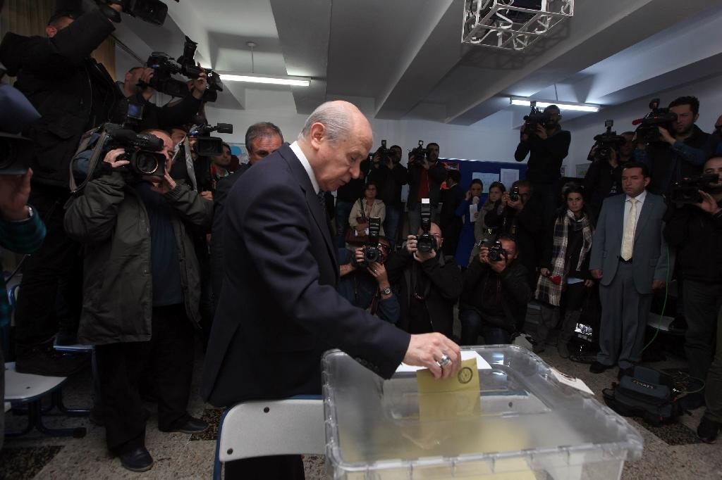 Dissident members of the Nationalist Movement Party (MHP) launched a campaign to oust leader Devlet Bahceli (C) following a general election in November in which the party shed half its support (AFP Photo/Adem Altan)