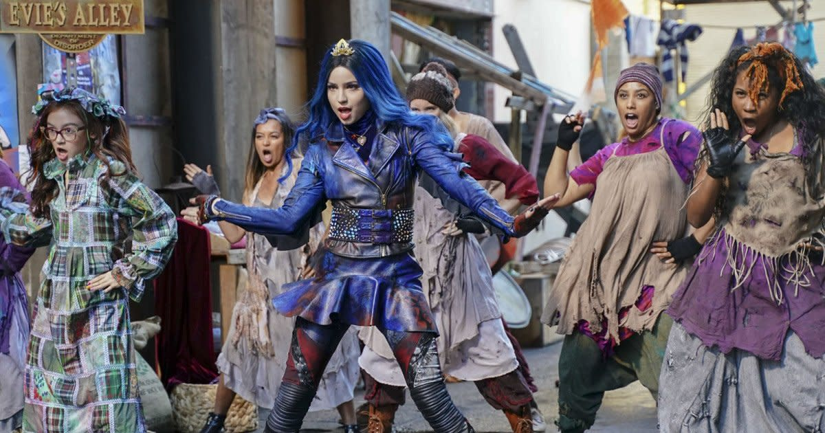 First Trailer For Descendants 3 Has Pirates Dragons And