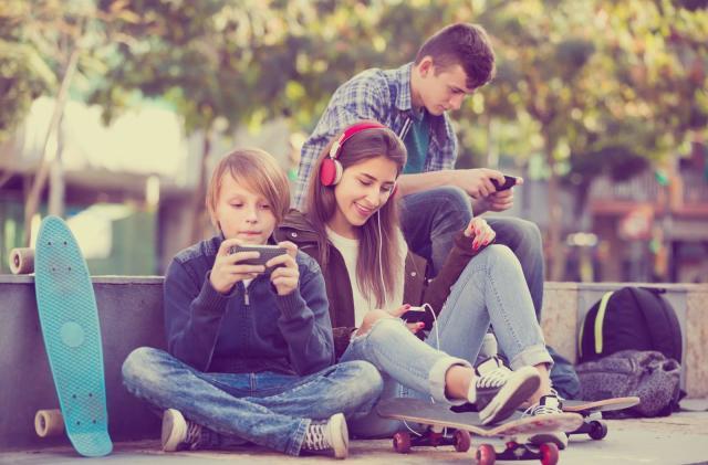 Kids are overusing iPhones, warn two Apple investors