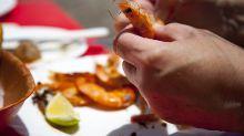 Chupar la cabeza de una gamba y otros hábitos gastronómicos (polémicos) españoles