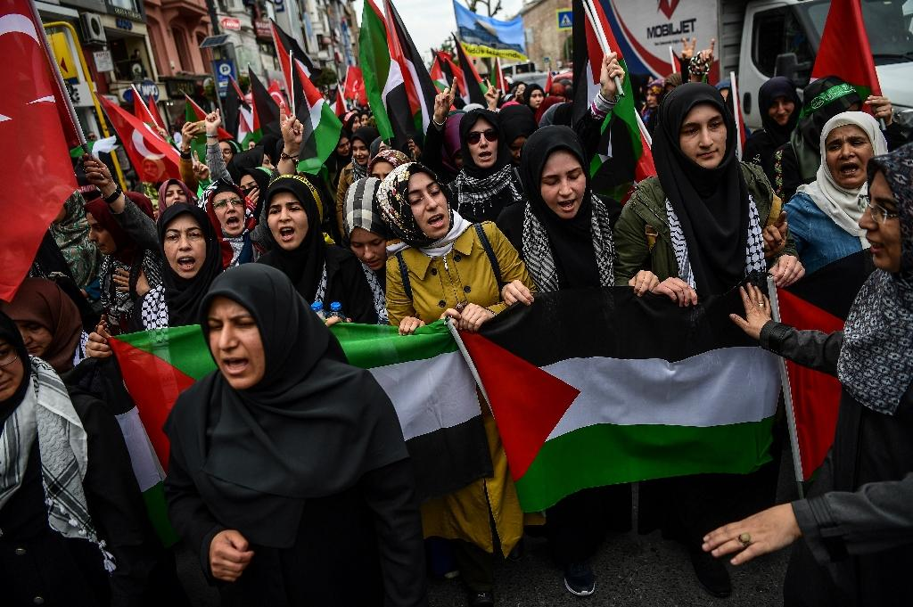 Thousands marched through Istanbul in an angry protest to denounce the bloodshed and the US decision to move its Israel embassy from Tel Aviv to Jerusalem in defiance of outrage in the Islamic world (AFP Photo/OZAN KOSE)
