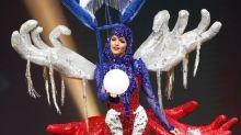 La caída de Miss Puerto en Miss Universo; su traje típico era tan pesado que no se pudo levantar sola