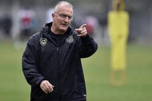 Sem poupar, Dorival relaciona 23 do Santos para encarar o Palmeiras