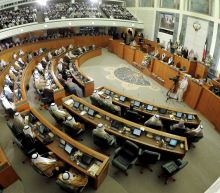 Kuwait swears in new government amid mounting crises