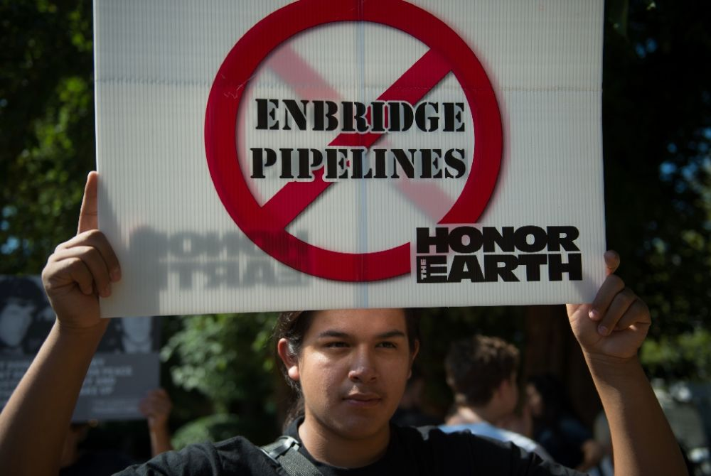 Demonstrators protested in 2015 against the expansion of the Canadian oil company Enbridge, which is laying off five percent of its workforce
