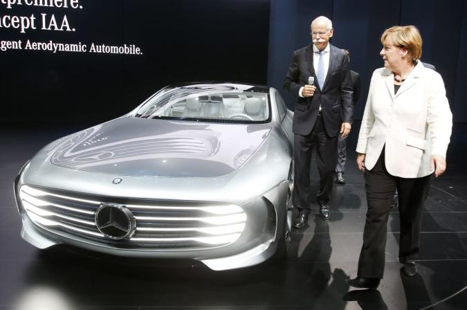 Apple and Google surprise Daimler with their progress on cars