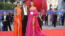 Filmfestival Venedig: Models schockieren mit hohem Beinschlitz