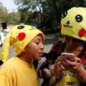 Thousands flock to Mexico City streets for Pokemon Go