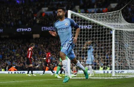 Gabriel Jesus comemora antes de saber que seu gol pelo City foi anulado
