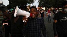 """""""Nous n'en pouvons plus"""" : à Kenosha, l'hommage rendu aux deux manifestants tués après l'affaire Jacob Blake"""