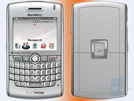 "BlackBerry 8830 ""Cyclone"" peeped with Verizon branding"