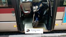 """""""Autista fa scendere passeggeri per caricare scooter sul bus"""", la denuncia"""