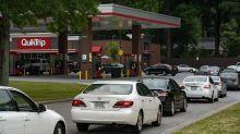 """""""No llenen bolsas de plástico con gasolina"""": la advertencia en EEUU ante el pánico por la escasez de combustible"""