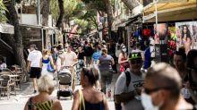 """Coronavirus : """"Il y a une forme d'adhésion assez générale"""", selon le maire d'Argelès-sur-Mer, l'un des premiers à avoir rendu le masque obligatoire dans les rues"""