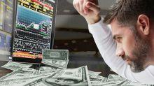 """Inversores, atentos tras el freno al rulo: se disparó brecha entre dólar oficial y """"contado con liqui"""", que ya está en $74"""