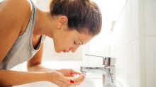 Beauty-Test: Das Gesicht mit Sprudelwasser waschen - bringt das was?