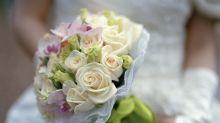 Ils reportent leur mariage et font don des fleurs à des patients atteints de cancer suite au passage de l'ouragan Florence en Caroline du Nord