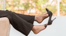 Científico explica por qué nunca debes usar los zapatos de andar por la calle dentro de casa