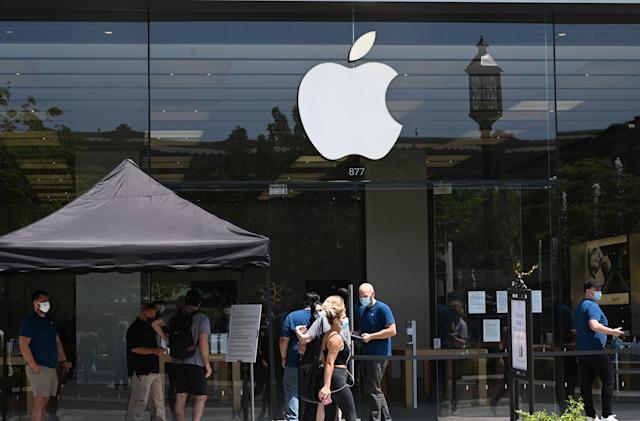 Apple Stores in the US will keep mask mandates in place, for now