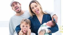 Carol Dantas faz careta com seus meninos e se derrete: 'Família tão linda'