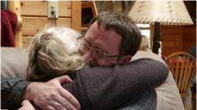 Homem se encontra com pais biológicos 37 anos após ser adotado