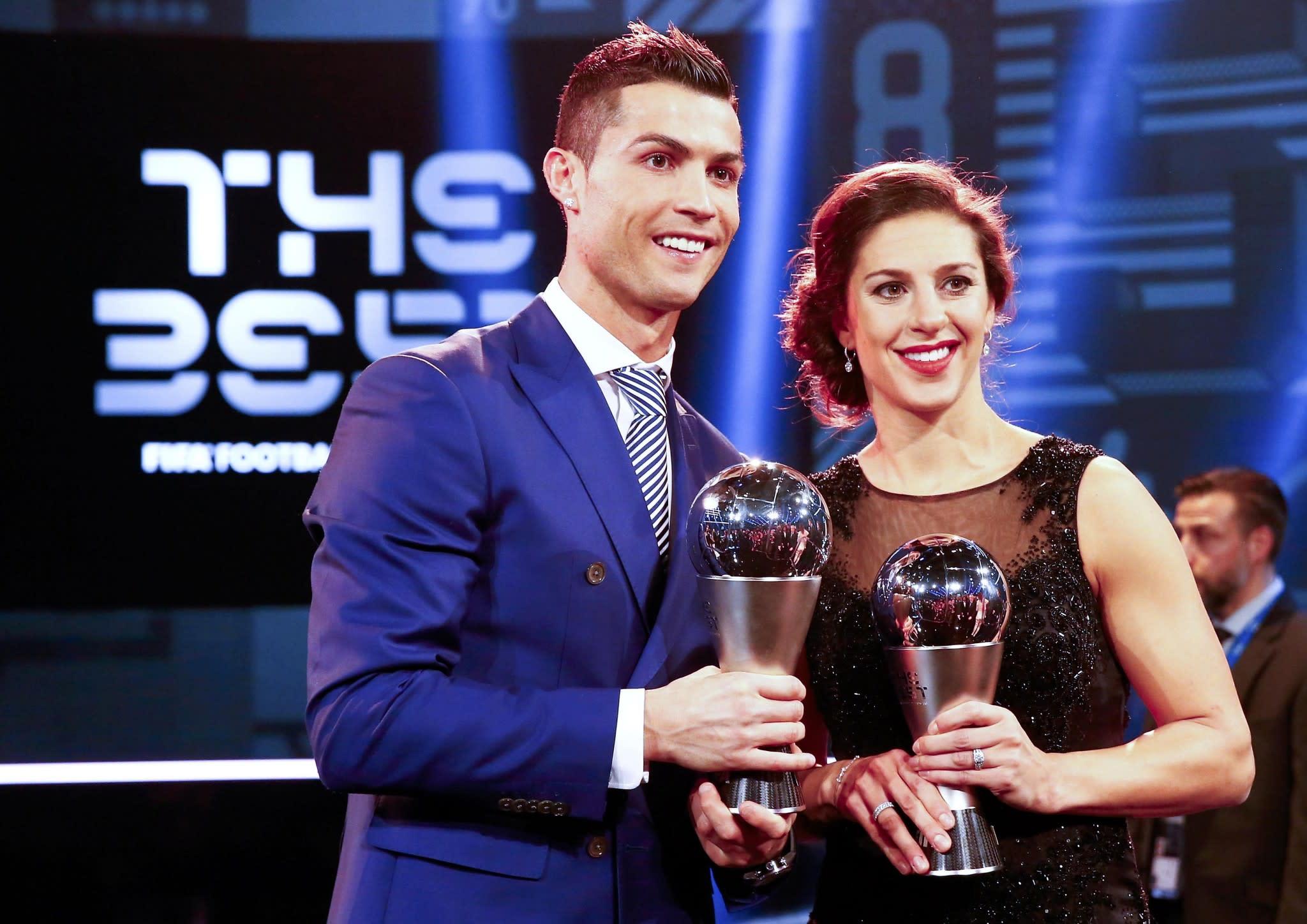 Premium-Auswahl Neuankömmling gutes Angebot Cristiano Ronaldo, Carli Lloyd win FIFA Best Player of the ...