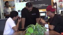 Empörung über Männer, die in veganem Restaurant Fleisch aßen