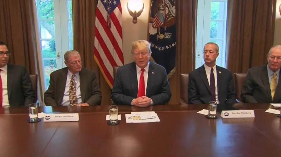 Trump ha firmato il decreto per non separare i minori dai genitori migranti