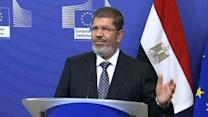 Egyptian demonstrators demand Morsi abdicate new powers