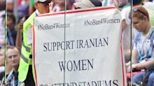 Stadionverbot: Iranische Frauen verkleiden sich, um Fußball schauen zu dürfen