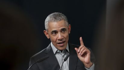 Obama warns Democrats against leaning too far left