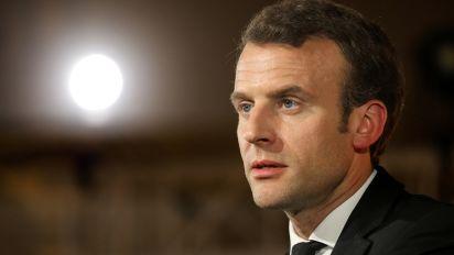 "Grèves, manifestations : Emmanuel Macron ""ne reculera pas"""