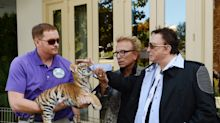 In new '20/20' interview, Las Vegas performers Siegfried and Roy recall near-fatal tiger attack