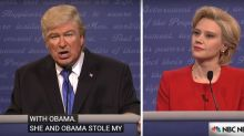 Alec Baldwin & Kate McKinnon play Trump & Clinton in hilarious SNL skit