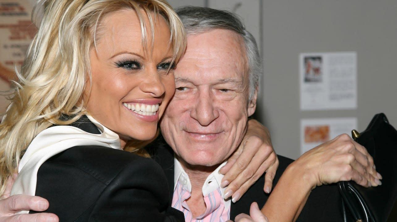 Pamela Anderson Kendra Wilkinson Emotionally Mourn Hugh Hefners Death