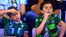 """Cet """"enfant"""" filmé en train de fumer au stade a berné tout le monde"""