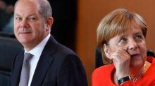 Borsa, Milano chiude a -0,9%, Francoforte -0,6% con timori Merkel