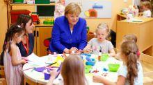 Kanzlerin Merkel besucht Kita – und muss sich alberne Häme gefallen lassen