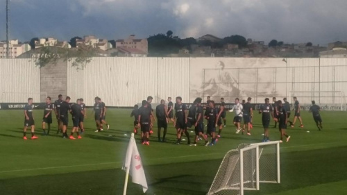 Dupla não treina, e Timão mantém dúvidas para clássico contra Santos