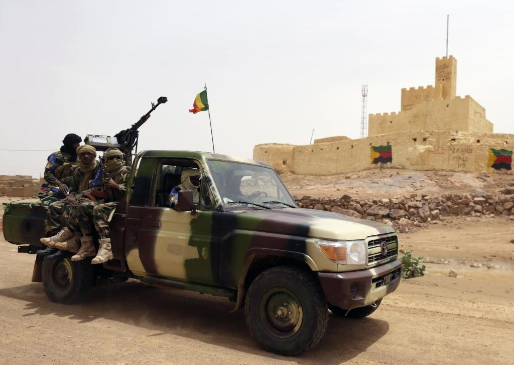 Malian soldiers patrol in Kidal, northern Mali, on July 29, 2013 (AFP Photo/Kenzo Tribouillard)