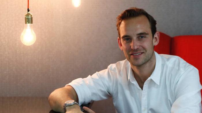 """Joël Dicker, meilleure vente en France en 2020 avec son roman """"L'Énigme de la chambre 622"""""""