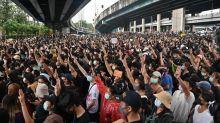 Thaïlande : des dizaines de milliers de manifestants continuent à défier l'État d'urgence